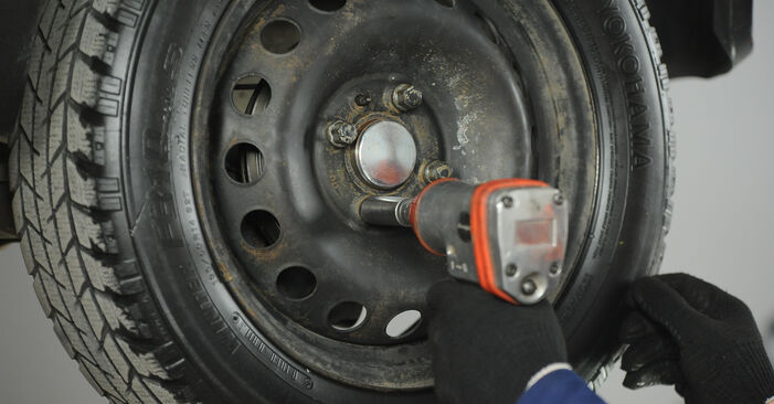 How to replace FIAT PUNTO (188) 1.2 60 2000 Wheel Bearing - step-by-step manuals and video guides