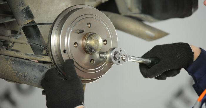 Fiat Punto 188 1.2 16V 80 2001 Wheel Bearing replacement: free workshop manuals