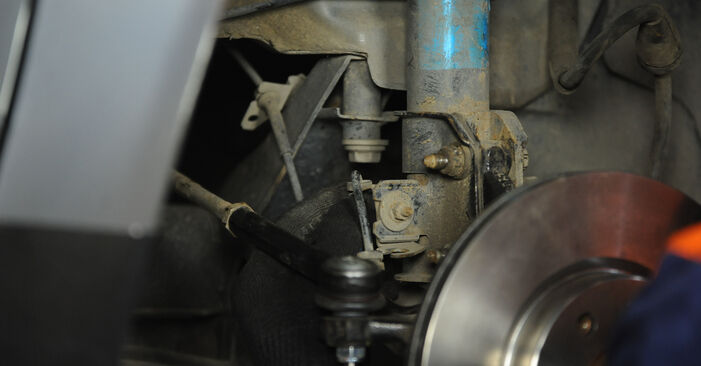 Domlager beim FIAT PUNTO 1.8 130 HGT 2006 selber erneuern - DIY-Manual