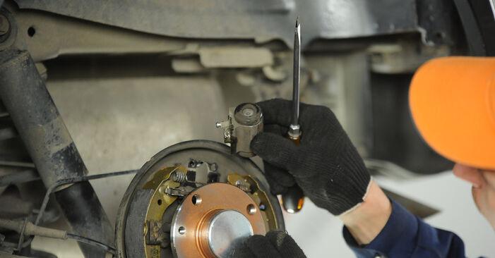 Radbremszylinder Ihres Fiat Punto 188 1.9 DS 60 2007 selbst Wechsel - Gratis Tutorial