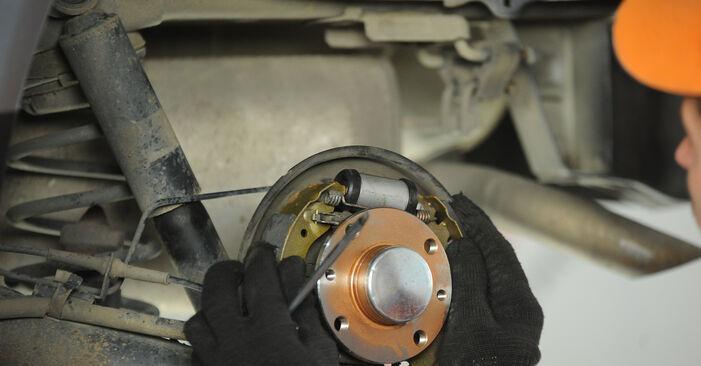 Austauschen Anleitung Radbremszylinder am Fiat Punto 188 2009 1.2 60 selbst