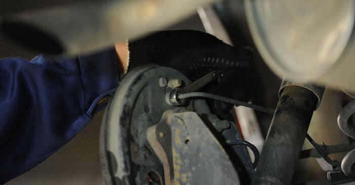 Radbremszylinder am FIAT PUNTO (188) 1.2 Natural Power 2004 wechseln – Laden Sie sich PDF-Handbücher und Videoanleitungen herunter