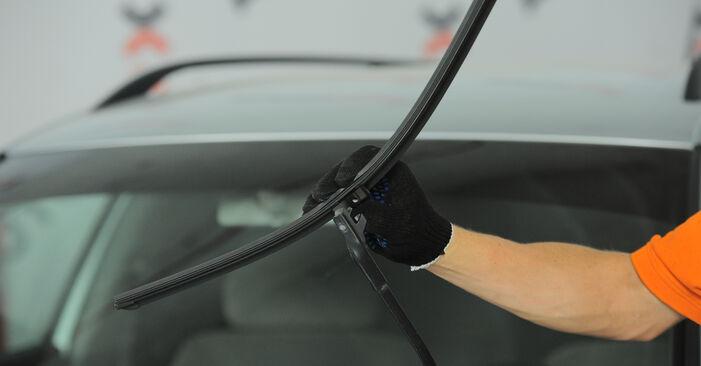 Wechseln Scheibenwischer am VW PASSAT Variant (3B6) 2.0 2003 selber