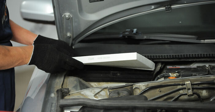 How to replace Pollen Filter on VW PASSAT Variant (3B6) 2005: download PDF manuals and video instructions