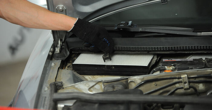 How hard is it to do yourself: Pollen Filter replacement on Passat 3B6 2.0 TDI 2000 - download illustrated guide