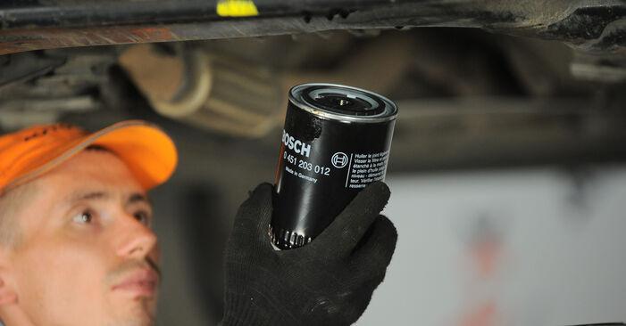 Wie VW PASSAT 1.6 2004 Ölfilter ausbauen - Einfach zu verstehende Anleitungen online