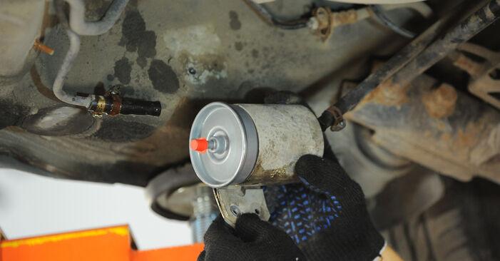 Wie schwer ist es, selbst zu reparieren: Kraftstofffilter Passat 3B6 2.0 TDI 2000 Tausch - Downloaden Sie sich illustrierte Anleitungen