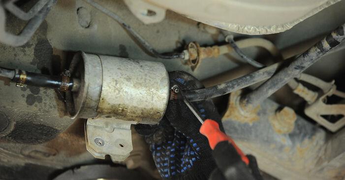 Wechseln Kraftstofffilter am VW PASSAT Variant (3B6) 2.0 2003 selber