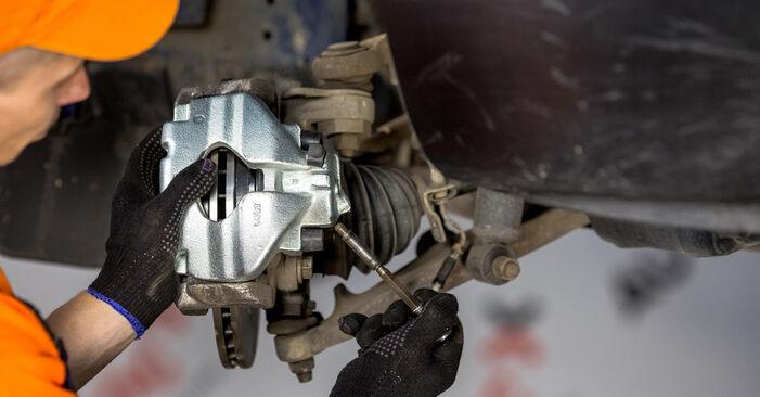 Schritt-für-Schritt-Anleitung zum selbstständigen Wechsel von VW T4 Transporter 2003 2.5 TDI Syncro Bremssattel