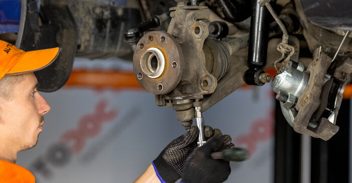 VW TRANSPORTER 1.9 TD Lozisko kolesa výmena: online návody a video tutoriály