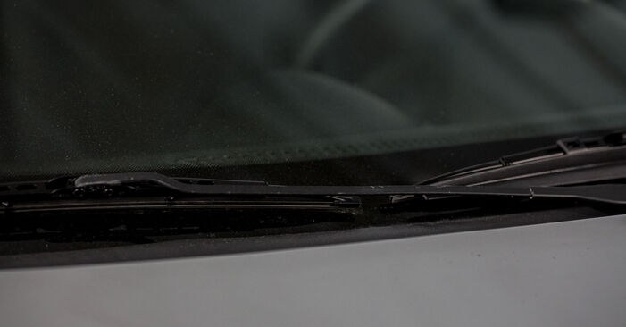 Changing Wiper Blades on OPEL Corsa C Hatchback (X01) 1.2 Twinport (F08, F68) 2003 by yourself
