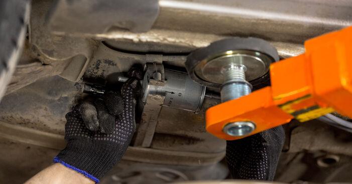 OPEL CORSA 1.7 DTI (F08, F68) 2004 Üzemanyagszűrő eltávolítás - online könnyen követhető utasítások