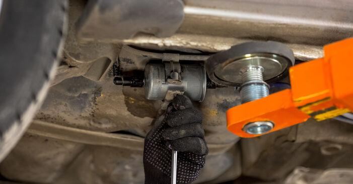 Mennyire nehéz önállóan elvégezni: Opel Corsa C 1.7 DI (F08, F68) 2006 Üzemanyagszűrő cseréje - töltse le az ábrákat tartalmazó útmutatót