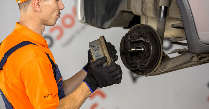 Wie schwer ist es, selbst zu reparieren: Bremsbacken Opel Corsa C 1.7 DI (F08, F68) 2006 Tausch - Downloaden Sie sich illustrierte Anleitungen
