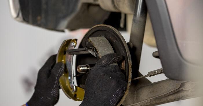 Schritt-für-Schritt-Anleitung zum selbstständigen Wechsel von Opel Corsa C 2003 1.7 DTI (F08, F68) Bremsbacken