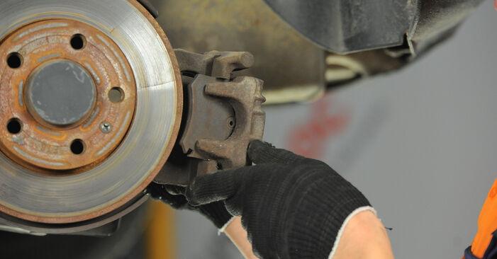 Bremsscheiben beim VW POLO 1.2 12V 2008 selber erneuern - DIY-Manual