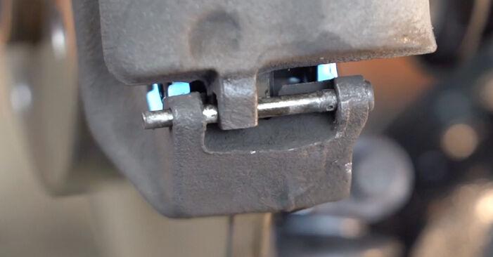 Wie Bremsscheiben VW POLO (9N_) 1.2 12V 2002 austauschen - Schrittweise Handbücher und Videoanleitungen