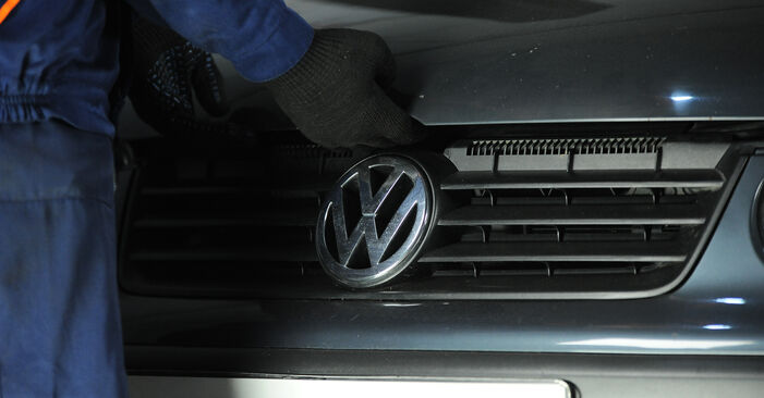 Hoe VW POLO 1.9 TDI 2005 Remblokken wisselen - online eenvoudige handleiding