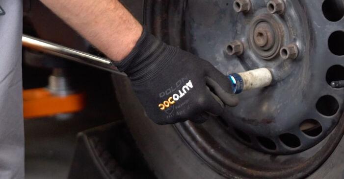 Cómo reemplazar Pastillas De Freno en un VW POLO (9N_) 1.4 16V 2002 - manuales paso a paso y guías en video