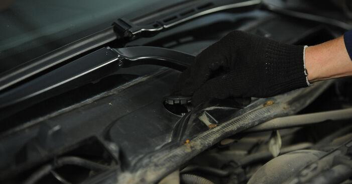 BMW E90 2006 320d 2.0 Uždegimo žvakė keitimas savarankiškai