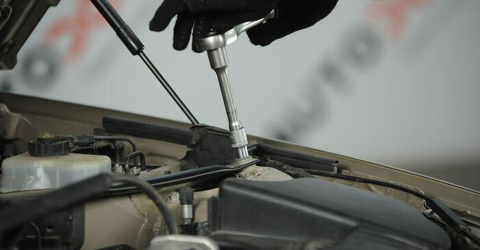 3 Sedanas (E90) 325i 2.5 2007 Uždegimo žvakė savarankiško keitimo instrukcija