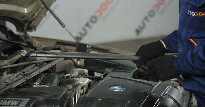 Kaip pakeisti BMW 3 Sedanas (E90) 2008 Uždegimo žvakė - patarimai ir gudrybės