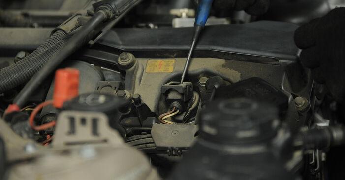 Kaip pakeisti Uždegimo žvakė la BMW E90 2003 - nemokamos PDF ir vaizdo pamokos