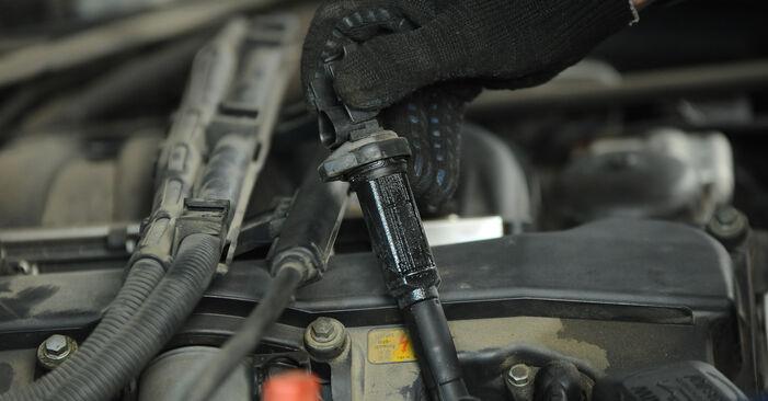 Ar sudėtinga pasidaryti pačiam: BMW E90 325d 3.0 2009 Uždegimo žvakė keitimas - atsisiųskite iliustruotą instrukciją