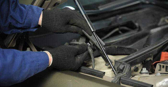 Kaip pakeisti Uždegimo žvakė BMW 3 Sedanas (E90) 2008: atsisiųskite PDF instrukciją ir vaizdo pamokas