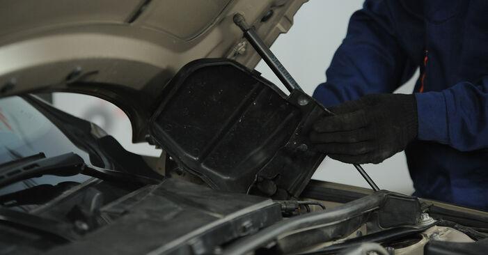 Kaip nuimti BMW 3 SERIES 325i 2.5 2007 Uždegimo žvakė - nesudėtingos internetinės instrukcijos