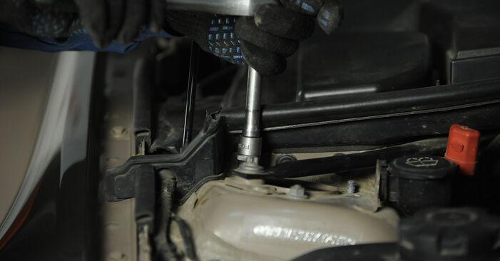 Kako zamenjati BMW 3 Sedan (E90) 320d 2.0 2005 Blazilnik - priročniki s koraki in video vodniki