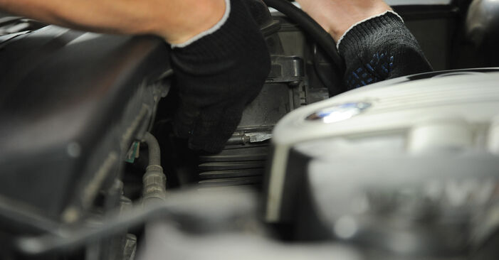 Austauschen Anleitung Luftfilter am BMW X3 E83 2004 2.0 d selbst