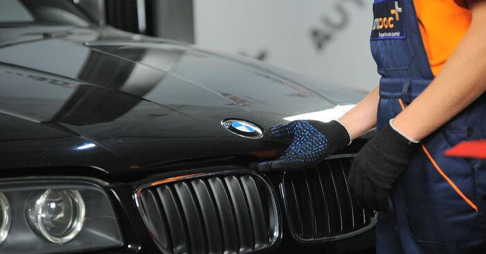 Recommandations étape par étape pour remplacer soi-même BMW X3 E83 2007 3.0 sd Filtre à Air