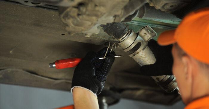 Kraftstofffilter am BMW X3 (E83) 2.5 i 2008 wechseln – Laden Sie sich PDF-Handbücher und Videoanleitungen herunter