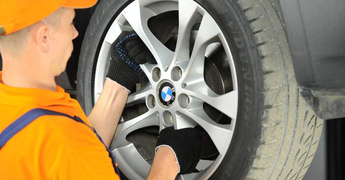 Wie Spurstangenkopf BMW X3 (E83) 3.0 d 2004 austauschen - Schrittweise Handbücher und Videoanleitungen