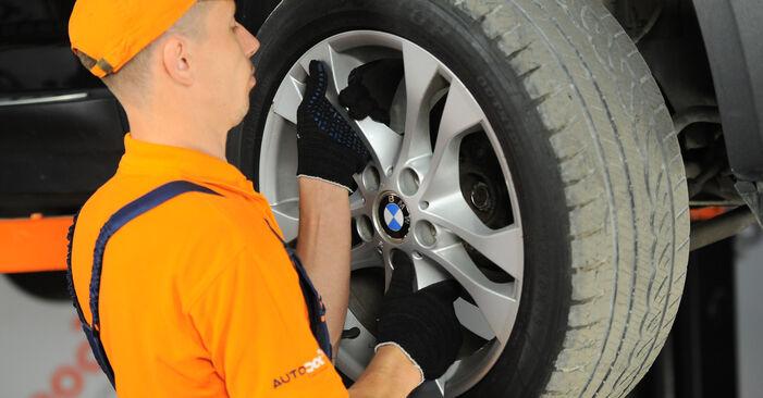 Wechseln Spurstangenkopf am BMW X3 (E83) 3.0 i xDrive 2006 selber