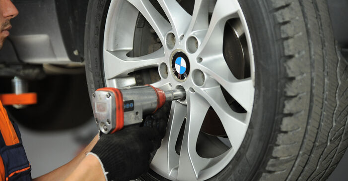 BMW X3 E83 3.0 d 2005 Shock Absorber replacement: free workshop manuals
