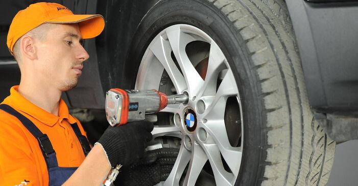 Смяна на BMW X3 E83 3.0 d 2005 Пружинно окачване: безплатни наръчници за ремонт