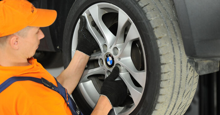 Смяна на BMW X3 2.0 d Пружинно окачване: онлайн ръководства и видео уроци