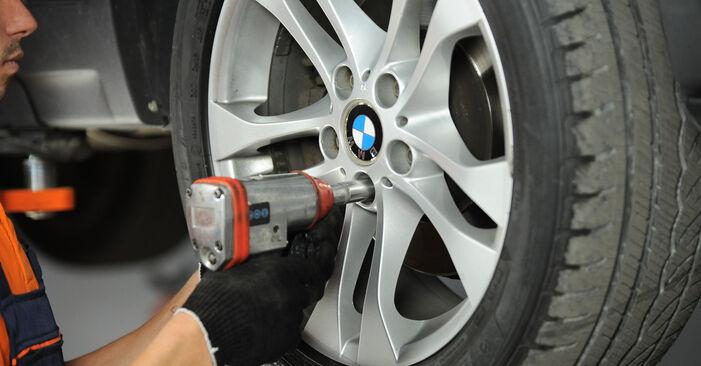 BMW X3 E83 3.0 d 2005 Strut Mount replacement: free workshop manuals