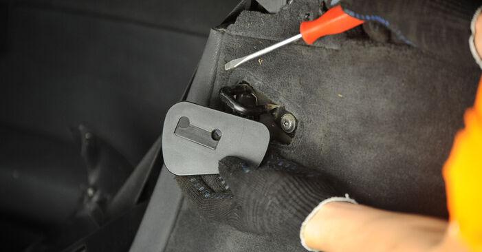 Kaip pakeisti Amortizatoriaus Atraminis Guolis la BMW X3 E83 2003 - nemokamos PDF ir vaizdo pamokos