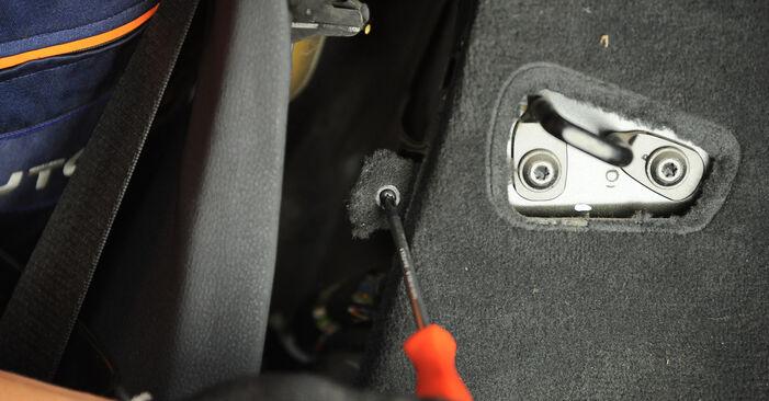 Kaip pakeisti BMW X3 (E83) 2.0 d 2004 Amortizatoriaus Atraminis Guolis - išsamios instrukcijos ir vaizdo pamokos