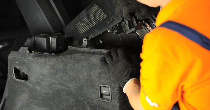 Pasikeiskite BMW X3 (E83) xDrive20d 2.0 2008 Amortizatoriaus Atraminis Guolis patys - internetinė instrukcija