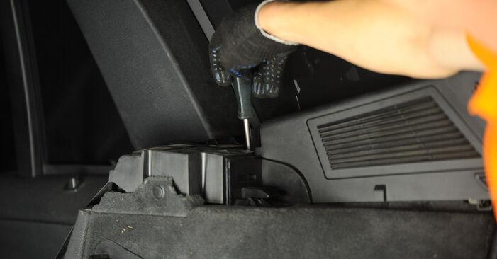 Kaip pakeisti Amortizatoriaus Atraminis Guolis BMW X3 (E83) 2008: atsisiųskite PDF instrukciją ir vaizdo pamokas