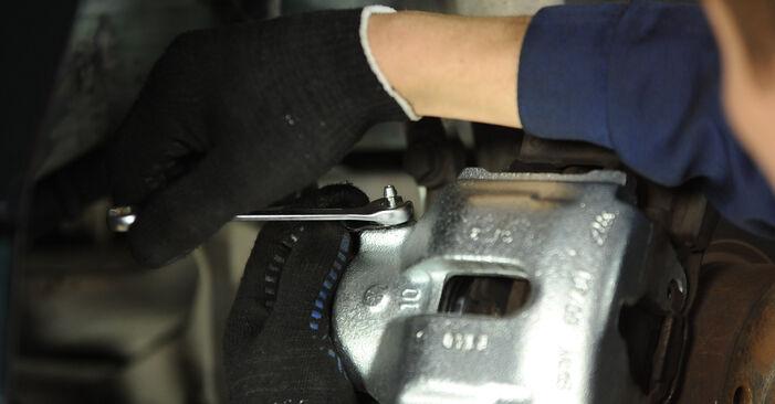 Csináld magad BMW 5 Sedan (E39) 528i 2.8 2000 Féknyereg csere - online útmutató
