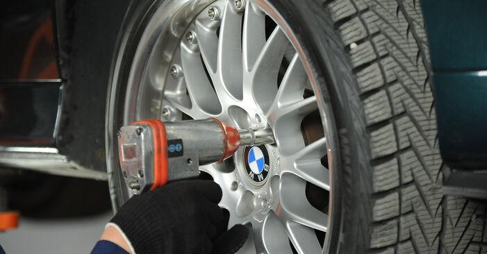 BMW 5 SERIES 525tds 2.5 1999 Féknyereg eltávolítás - online könnyen követhető utasítások