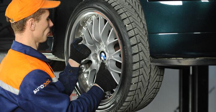 Féknyereg BMW 5 Sedan (E39) 2000 csere - töltsön le PDF útmutatókat és utasításokat tartalmazó videókat