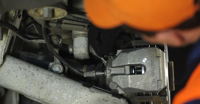 Austauschen Anleitung Bremssattel am BMW E39 1996 523i 2.5 selbst
