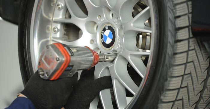 Wechseln Bremssattel am BMW 5 Limousine (E39) 520i 2.0 1998 selber