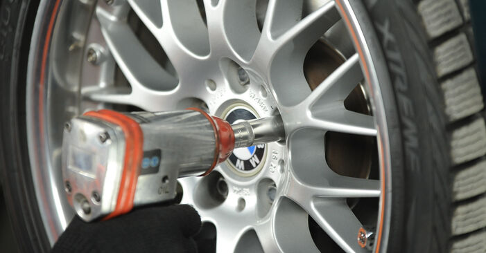BMW 5 SERIES 540i 4.4 Strut Mount replacement: online guides and video tutorials
